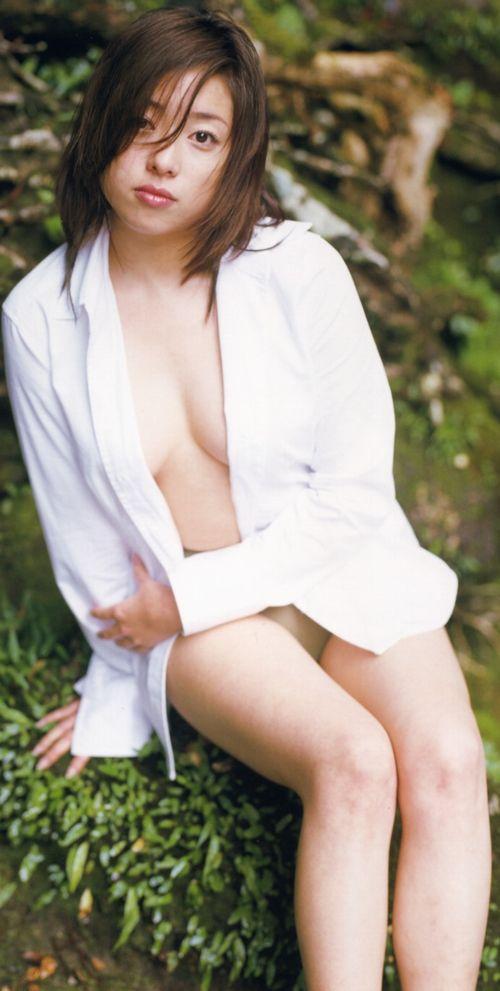 ミニスカート姿の宮本真希さん